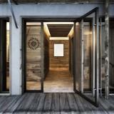 001_LA_Chalet_Ntr_Entrance