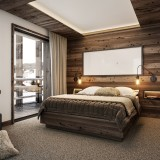 001_LA_Chalet_Ntr_MBedroom_2_C1